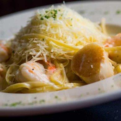 Linguini Frutti-D'Mare - Gulf shrimp, jumbo sea scallops, linguini, Alfredo sauce.